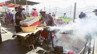 """Porto di Essaouira: Ai pescatori non interessa se sono bianco o olivastro, ricco o povero. Se porto la tunica o gli stivaloni. A loro importa solo del fiume, dei pesci e della gara tra noi e loro. Per i pescatori le uniche virtù sono: pazienza, tolleranza e umiltà."""" (Amr Waked)"""