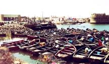 """El Jadida - Riposo dopo la Pesca: """"Al mare la vita è differente. Non si vive di ora in ora ma secondo l'attimo. Viviamo in base alle correnti, ci regoliamo sulle maree e seguiamo il corso del sole"""". (Sandy Gingras)"""