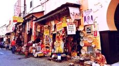 """Tra i vicoli del Souk di Marrakech: """"A volte le parole non bastano. E allora servono i colori. E le forme. E le note. E le emozioni."""" (Alessandro Baricco)."""